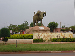 Place de Sogolon, Kalaban coura - Bamako, Mali. Photo: Rgaudin, Wikimedia Commons, Public Domain.