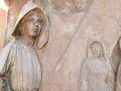 Relief at the women's Memorial, Bloemfontein. Photo: Katangais, Wikimedia Commons, CC BY-SA 3.0