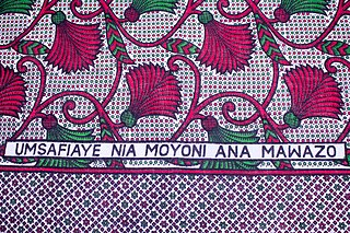 "Fragment of kanga with Swahili text ""Umsafiaye nia moyoni ana mawazo""(You think you've got a good heart, but you're still having [negative] thoughts)"