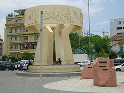 Largo Infante D. Enrique, Luanda. Photo: Fabio Vanin, Wikimedia Commons, CC BY-SA 3.0