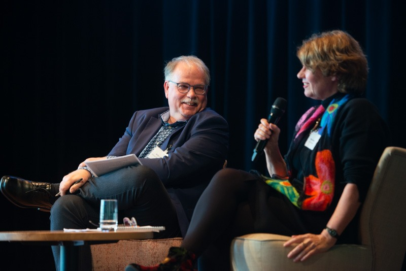 Rijk van Dijk, ASCL/Leiden University, discussing the influence of faith-based organisations with Birgit Meyer. Photo: Eelkje Colmjon.